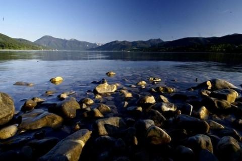 Bild kaltenbrunn_see_steine-jpg